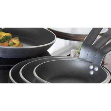 Plat de cuisson en aluminium revetu